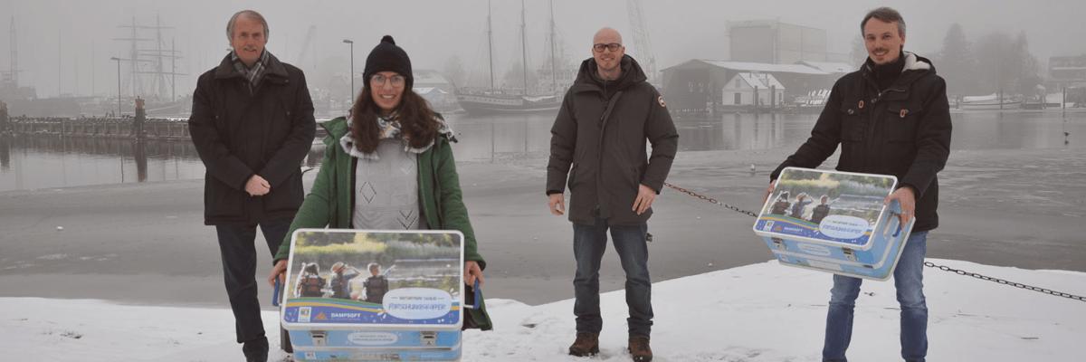Dampsoft-Blog: Janico und Janosch Greifenberg übergeben Forscherkoffer an den Naturpark Schlei